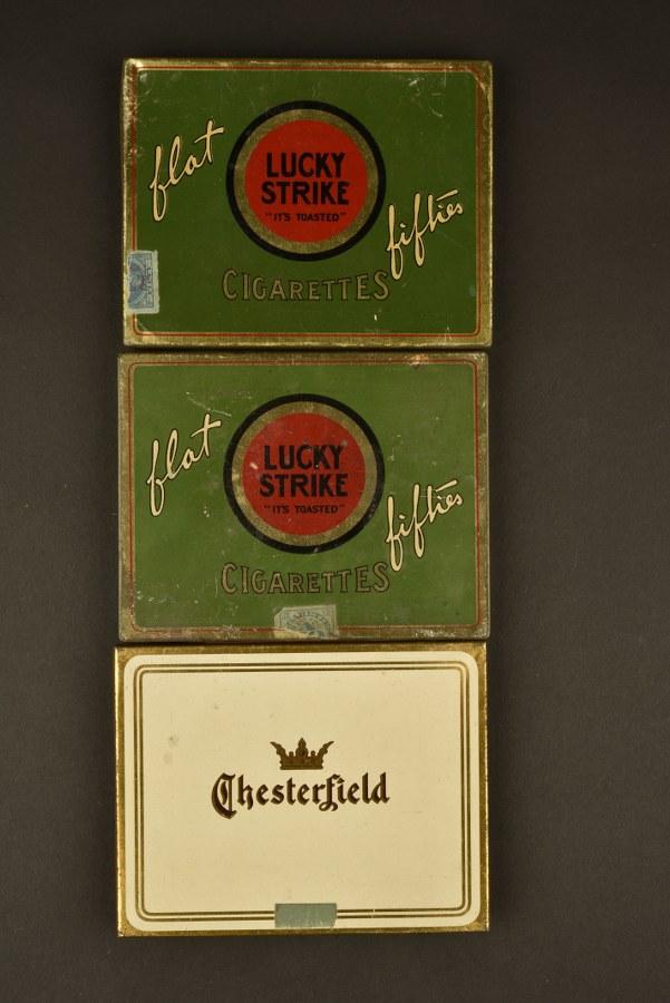 Boites en métal de cigarettes Lucky Strike et Chesterfield