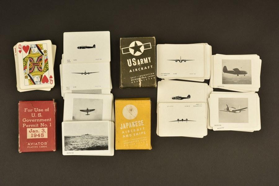 Ensemble de jeux de carte pour la reconnaissance des avions ennemis