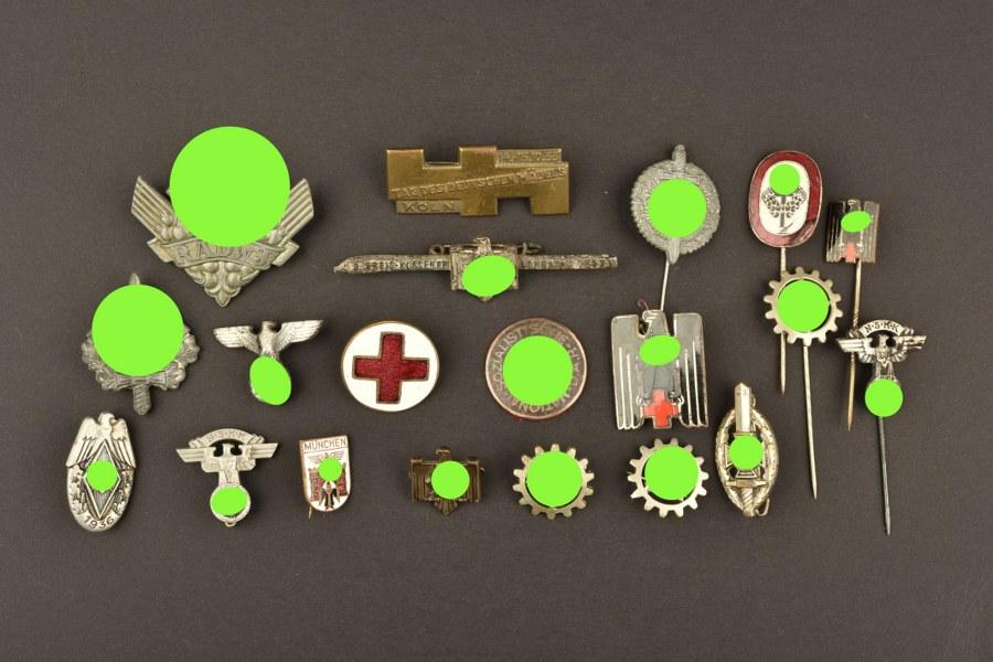 Important lot d'insignes allemand