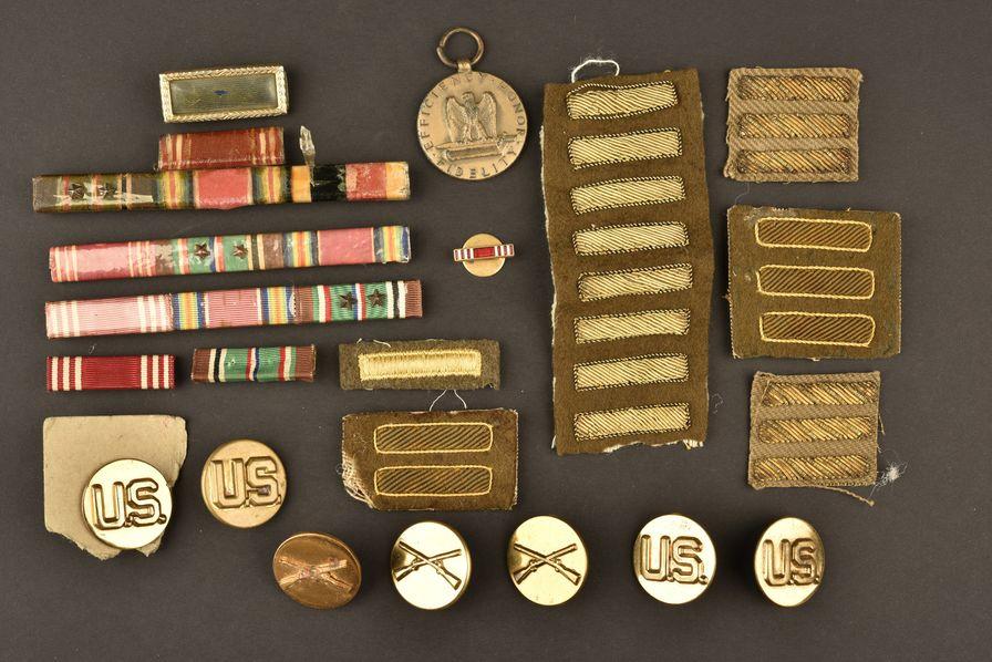 Ensemble d'insignes et décorations US