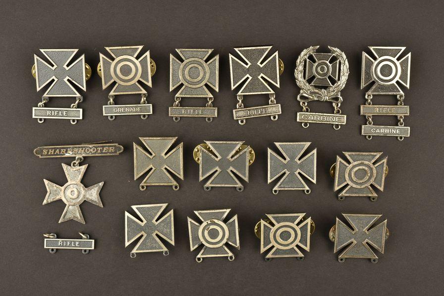 Important ensemble de badge de tir