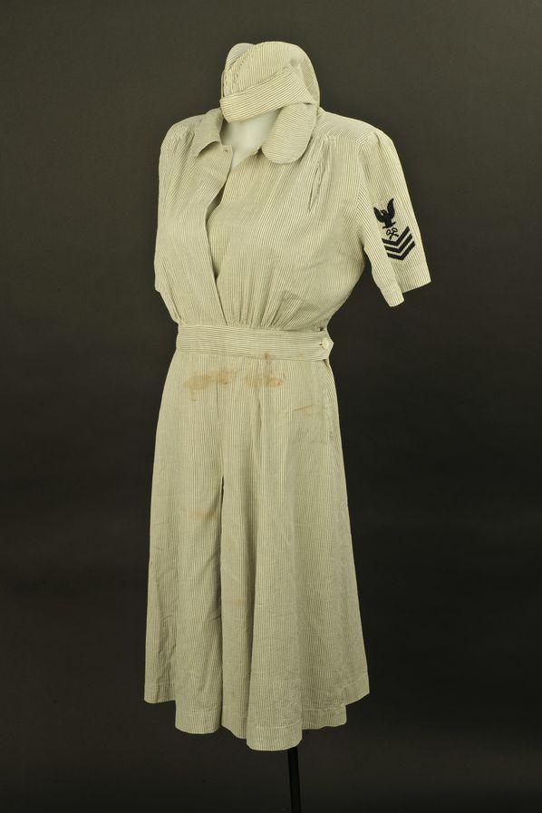 Robe et calot de l'auxiliaire féminin Barbara M Rohler de l'US Navy