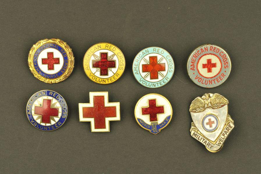 Ensemble d'insignes de l'American Red Cross