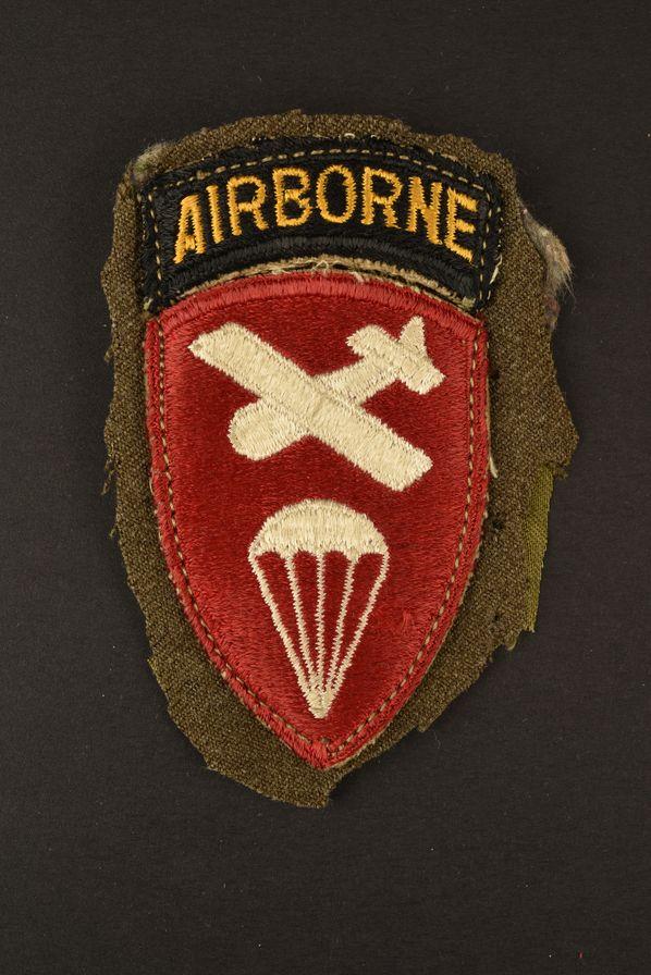 Patch Airborne Command découpé d'une vareuse US