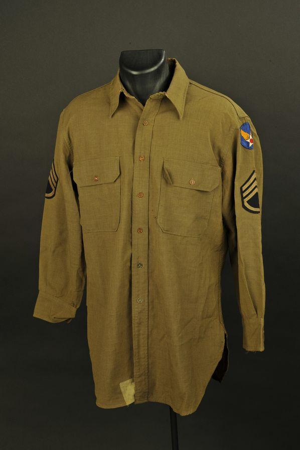 Chemise moutarde nominative d'un sergent-chef de l'US Air Forces