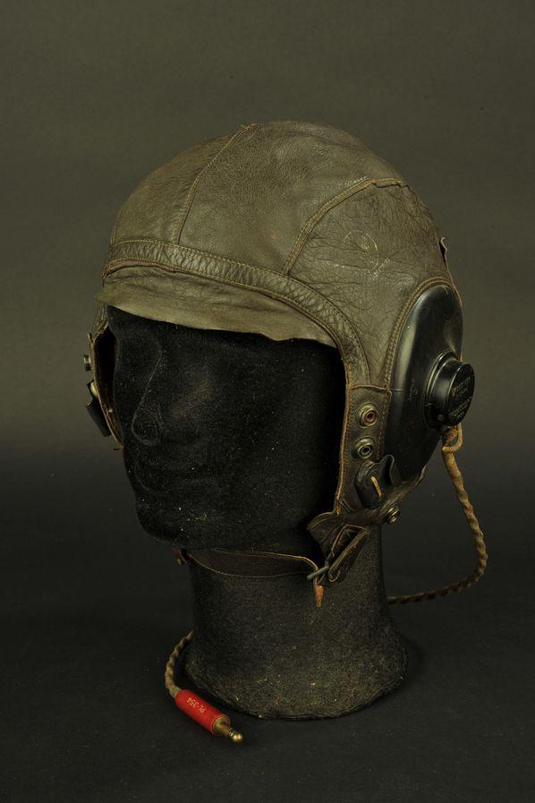 Bonnet de vol A-11 et ses écouteurs