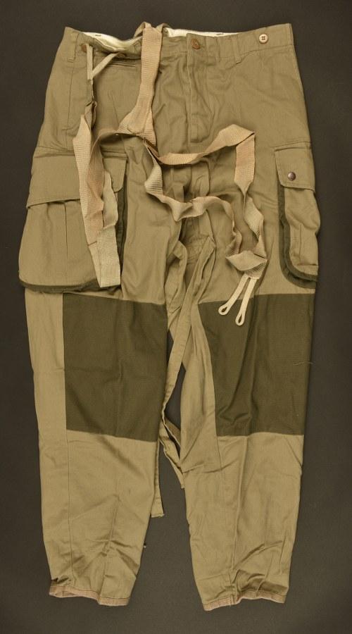 Reproduction de pantalon renforcé de parachutiste US