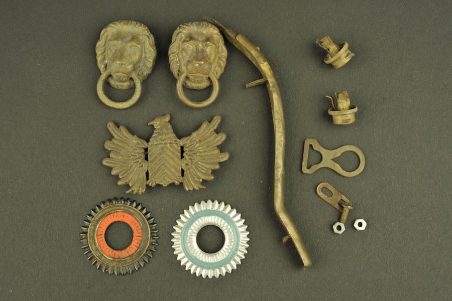 Ensemble de pièces détachées pour casque à pointe.
