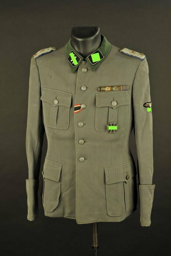 Reproduction de vareuse de la Waffen SS