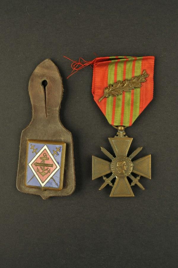 Ensemble d'insignes français