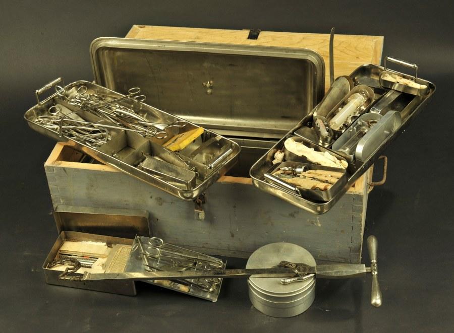 Caisse d'instruments chirurgicaux du Capitaine Vétérinaire Laye