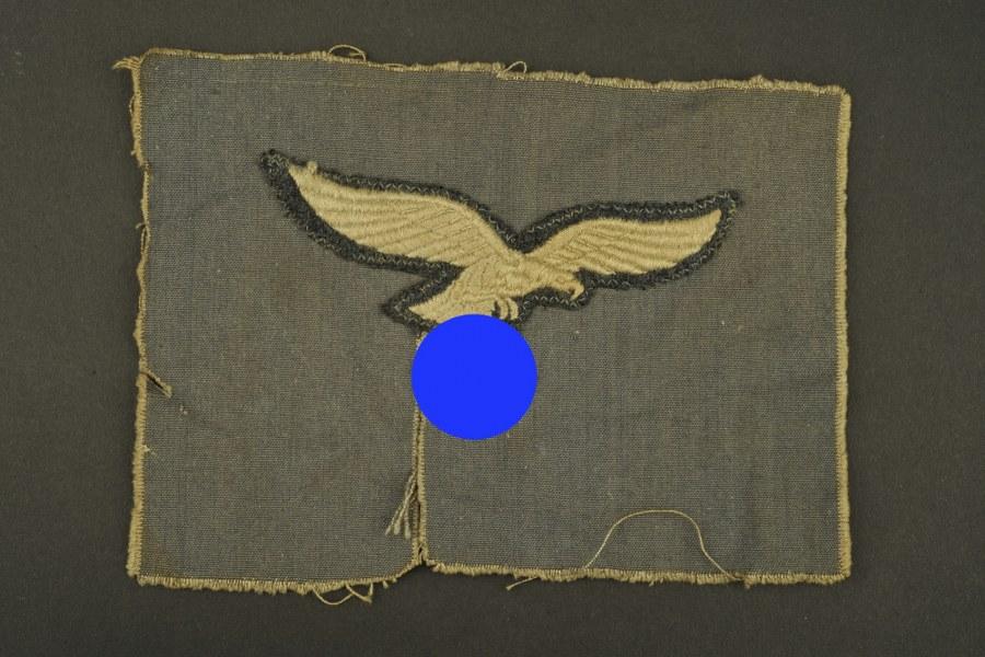 Aigle de poitrine de la Luftwaffe découpé d'un uniforme