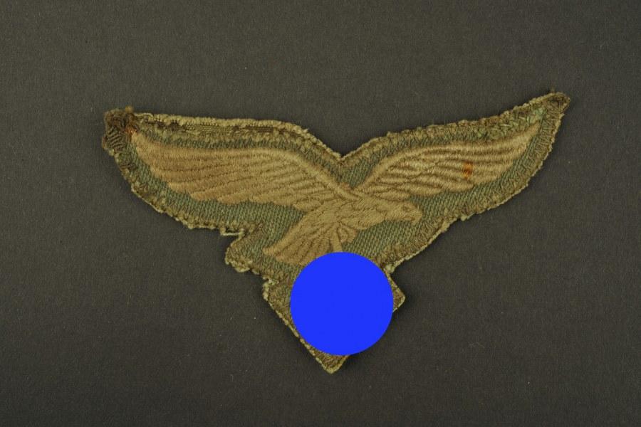 Aigle de poitrine de la Luftwaffe découpé d'une blouse Felddivision