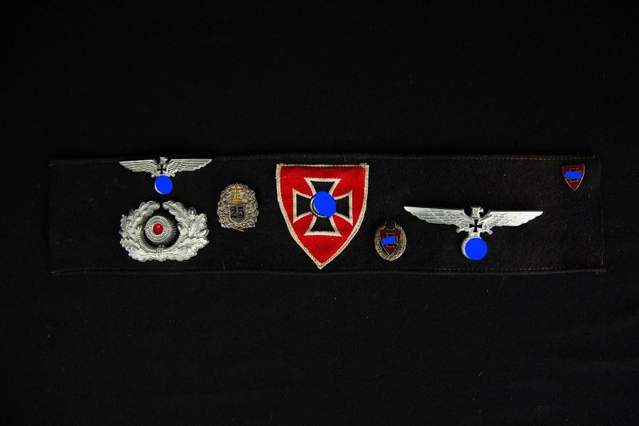 Brassard et insignes des anciens combattants