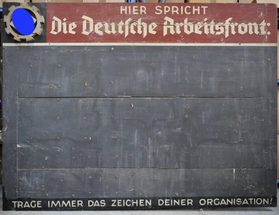 Panneau du DAF provenant d'une usine de Dannemarie en Alsace