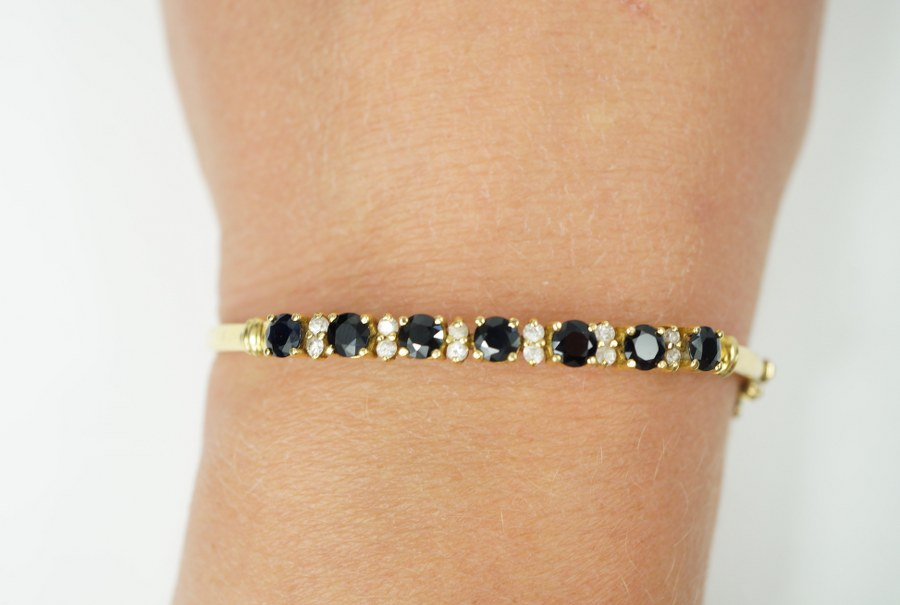 Bracelet jonc en or jaune (750/°°°).