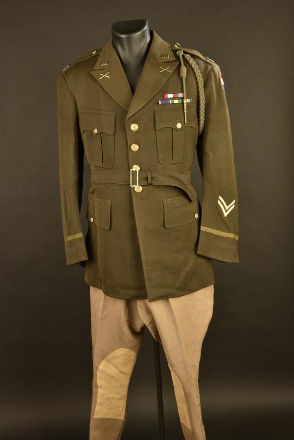 Uniforme de Capitaine ROTC de l'Army Force Command