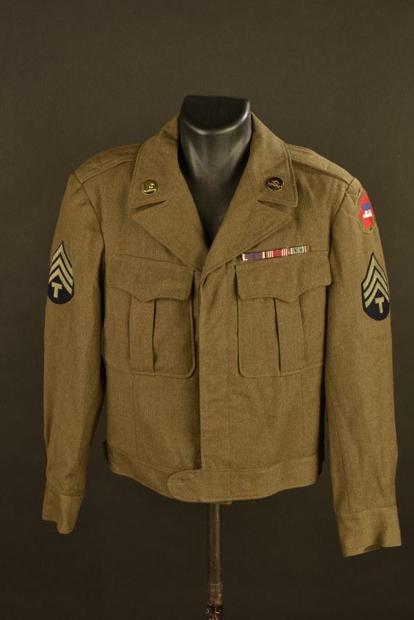 Blouson Ike de spécialiste Technician 4th Class des troupes chimiques du VII ème Corps US