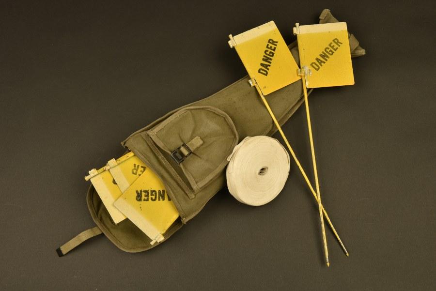 Drapeau de signalisation de mine dans leur housse