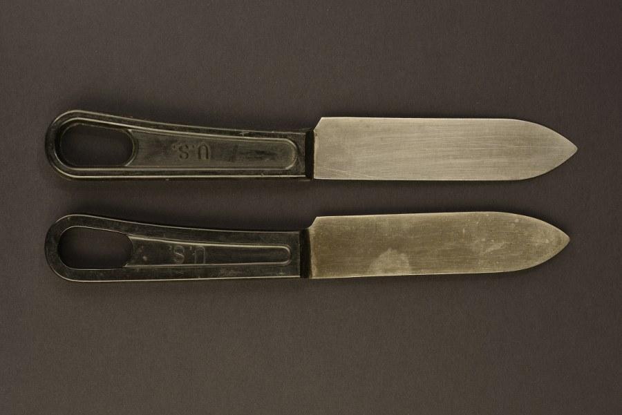 Couteaux de mess en bakélite