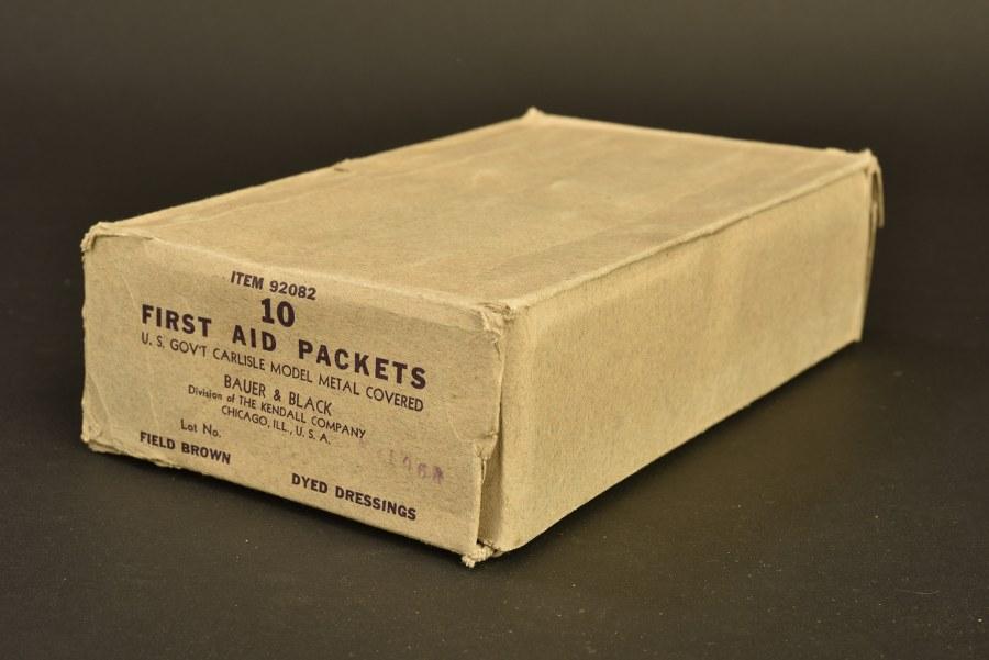 Pansements individuels, boite métal kaki, en carton d'origine