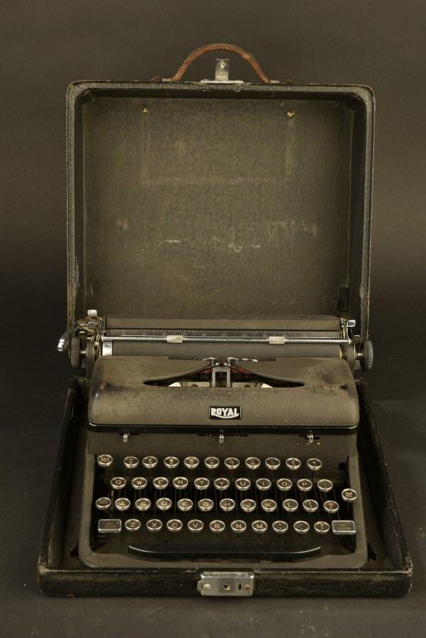 Machine à écrire Royal USA MD