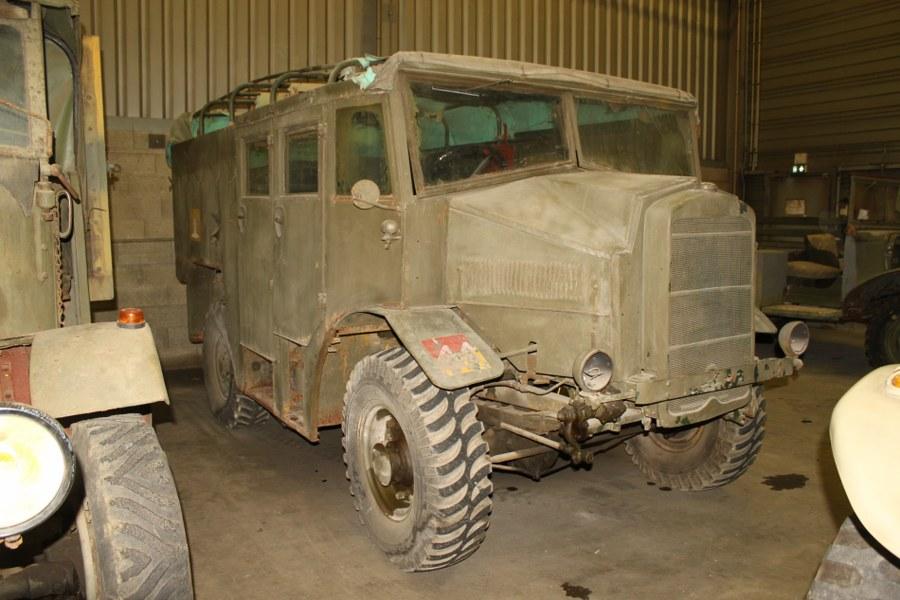 Tracteur d'artillerie britannique Morris C8 Tractor