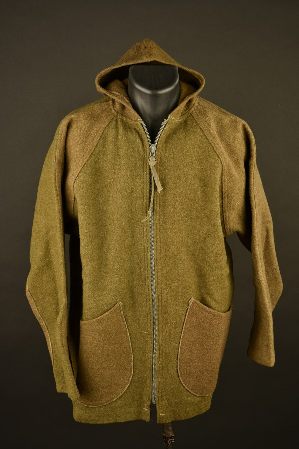 Manteau taillé dans un sac de couchage US