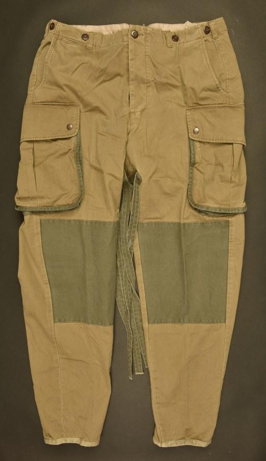 Reproduction d'un pantalon à renfort de parachutiste US