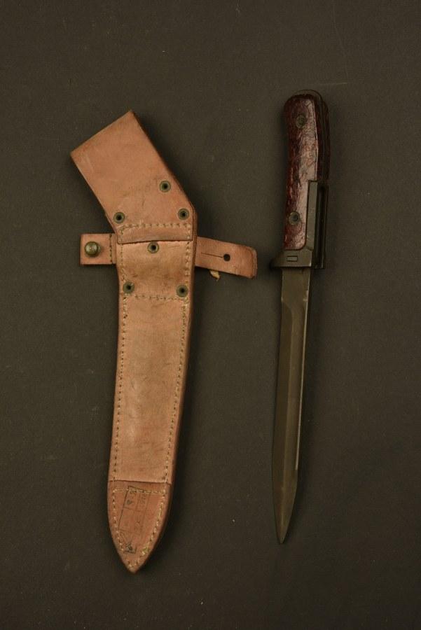 Couteau de combat baïonnette