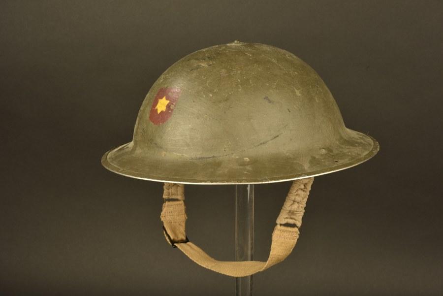 Casque MK II britannique à insigne