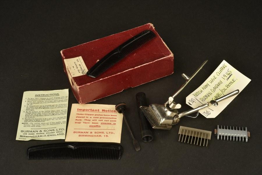 Accessoires de coiffeur britannique. British army Hair Clippers.