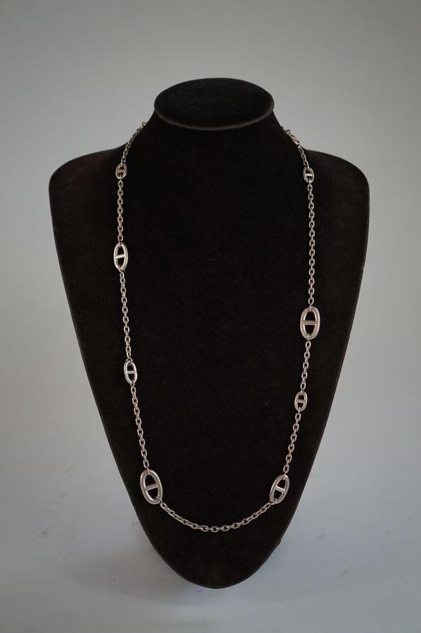 Sautoir «Farandole» en argent constitué de maillons chaîne d'ancre intercalés de maillons de différentes tailles.