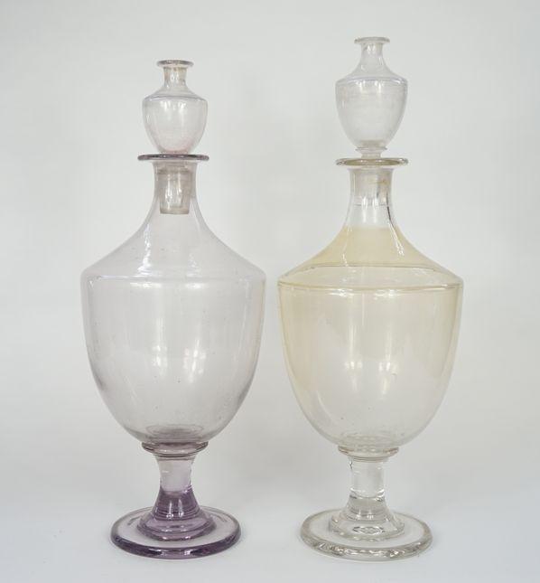 Paire de grands vases de pharmacie en verre soufflé.