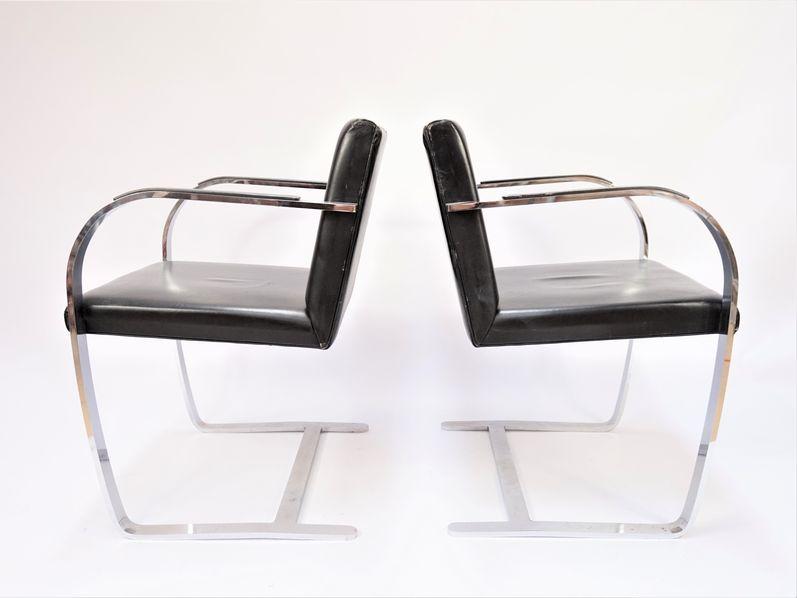Paire de fauteuils de modèle BRNO (créé en 1930).