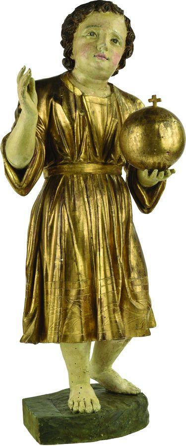 Enfant Jésus débout en bois sculpté.