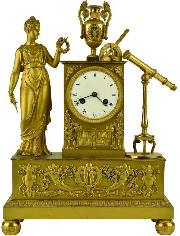 Pendule borne en bronze ciselé et doré au mat et au brillant.