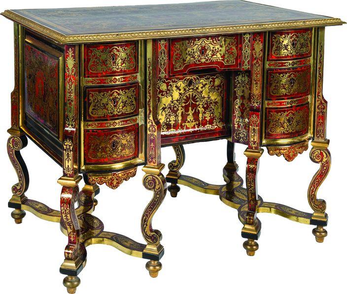Bureau à huit pieds dit «Mazarin» de forme chantournée.