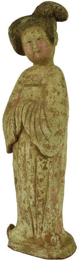 Statuette de dame de cour dit Fat lady en terre cuite orangée.