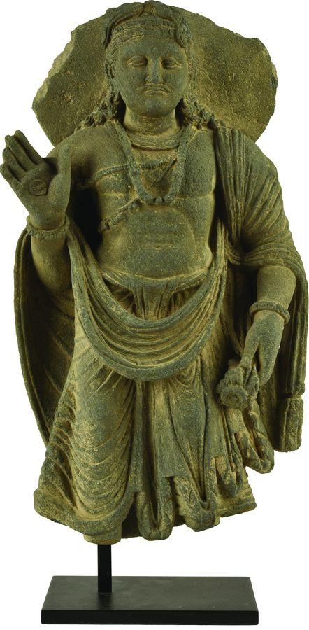 Sculpture de Maitreya en schiste gris.