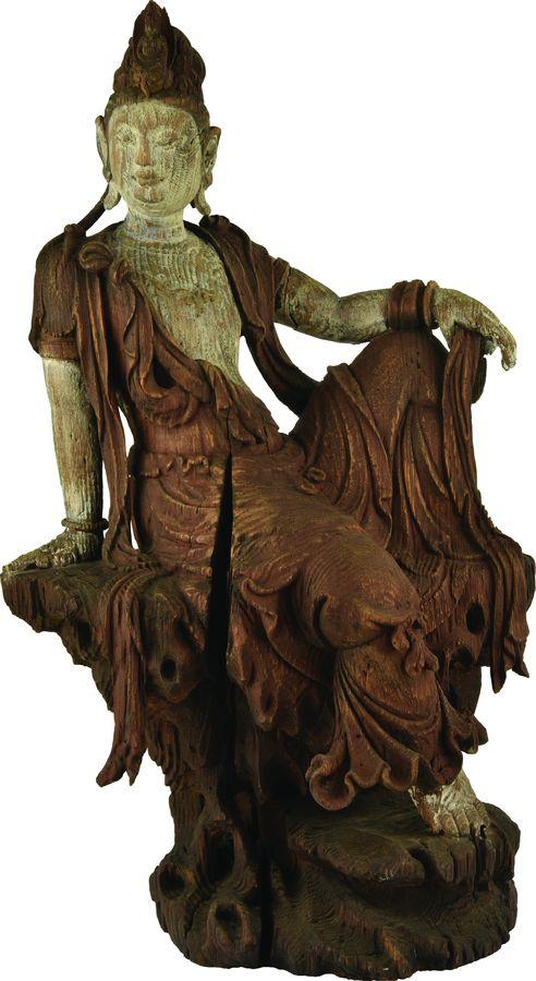 Sculpture de Guanyin en bois polychrome.
