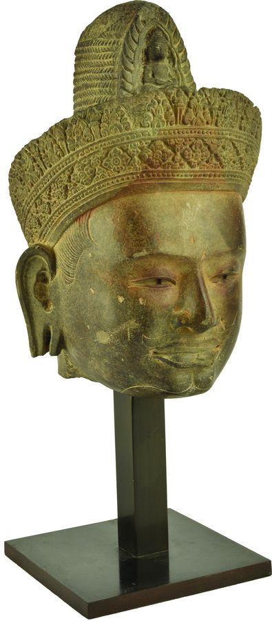 Tête de Lokeshvara en grès.
