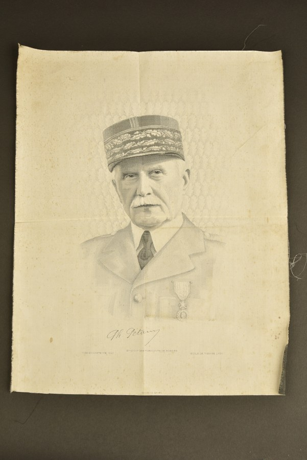 Portrait sur soie du Maréchal Pétain
