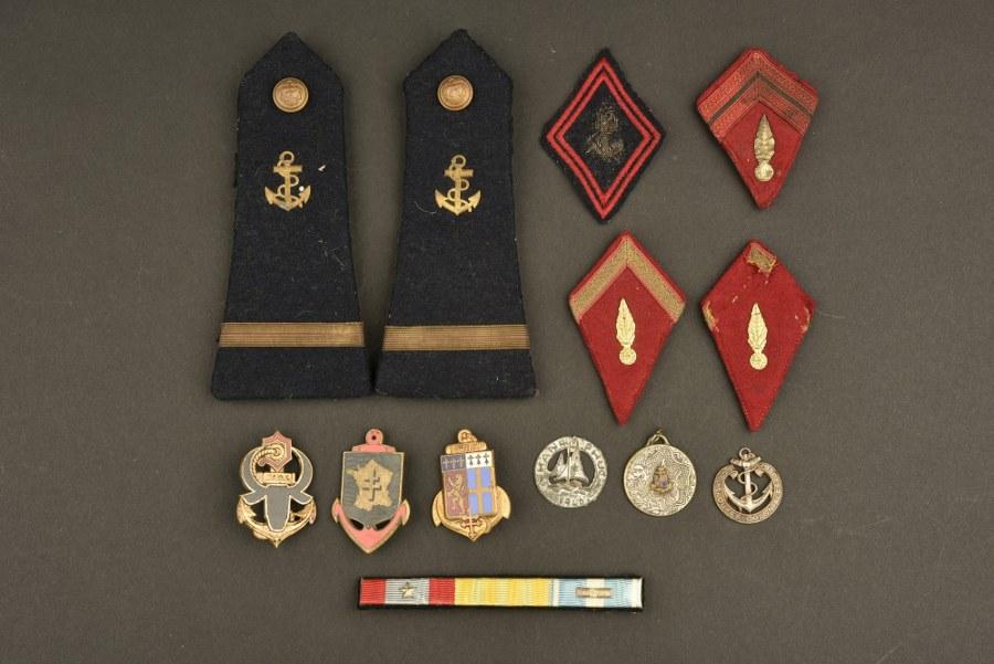 Ensemble d'insignes du Service de Santé, Infanterie Coloniale