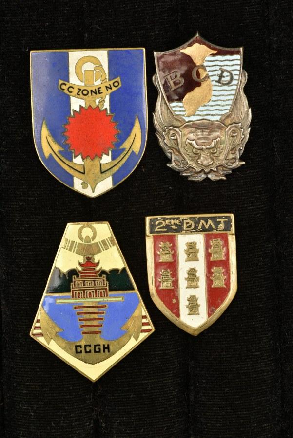Ensemble d'insignes Extrême Orient