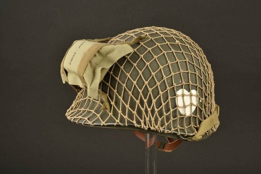 Reproduction d'une coque de casque du 1er bataillon du 502ème PIR de la 101ème Airborne