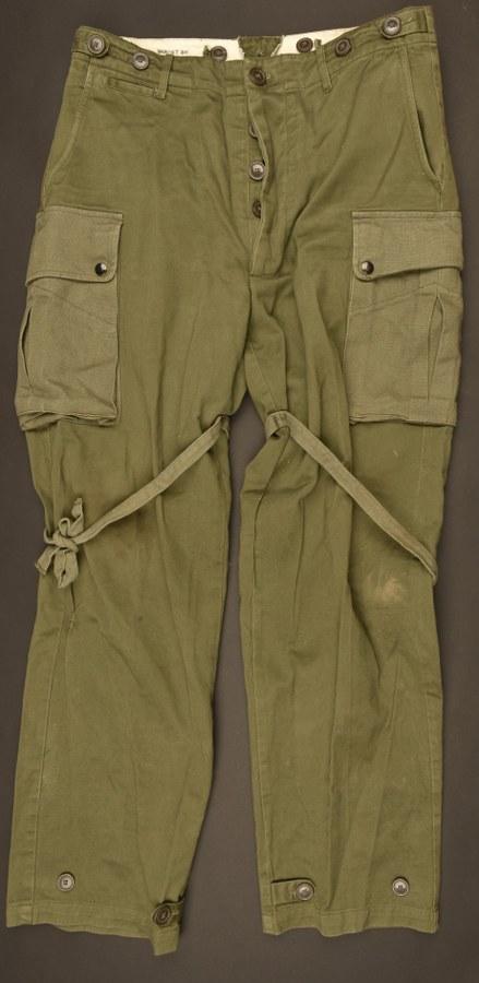Reproduction d'un pantalon M-1943 renforcé de parachutiste US