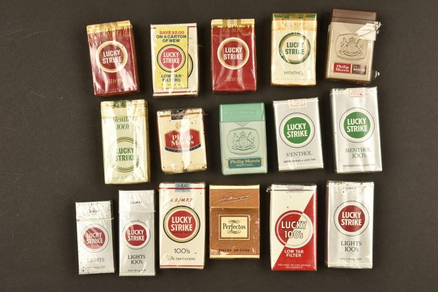 Important lot de paquets de cigarette américaine