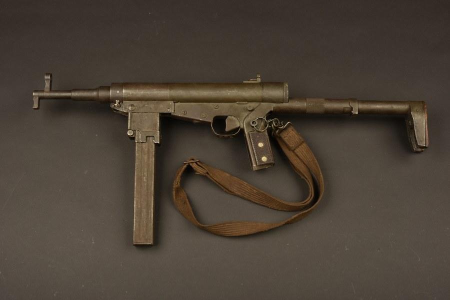 Pistolet mitrailleur Hotchkiss. Catégorie C9