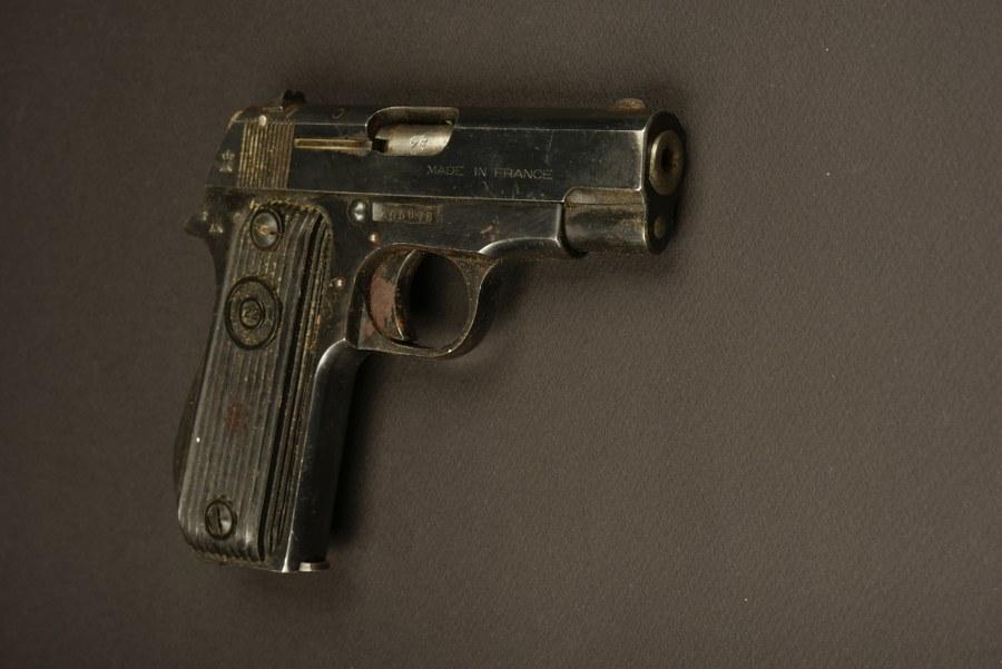 Pistolet Unique R51. Catégorie C9